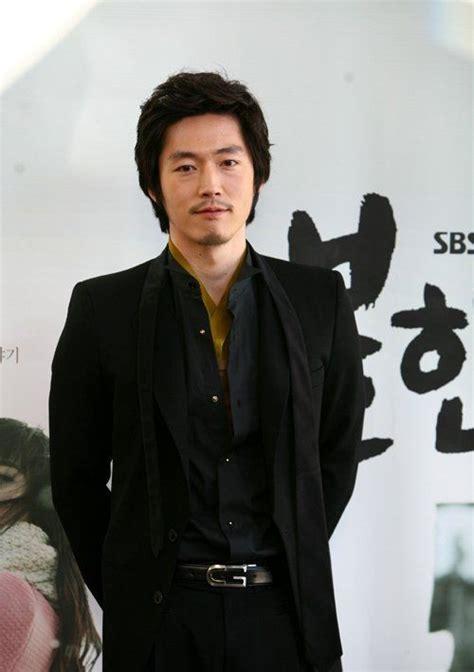 film drama korea jang hyuk foto jang hyuk bermain di film quot the client quot foto 45 dari 53