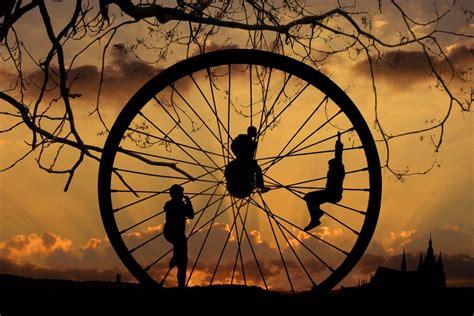 Hidup Berputar karena roda hidup selalu berputar