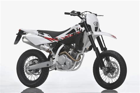 Husqvarna Motorrad Sms 125 by 2011 Husqvarna Te 125 And Sms 4 Motorcycles Catalog With