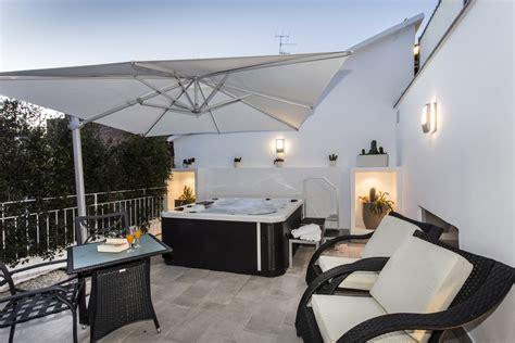 hotel con vasca idromassaggio in trentino suite con vasca sorrento magi house sorrento