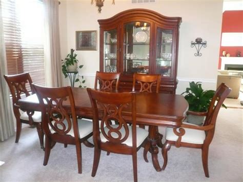 like new raymour and flanigan dining room set best