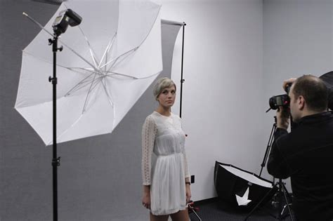 best shoot through umbrella the ultimate guide to photo umbrellas for photographers