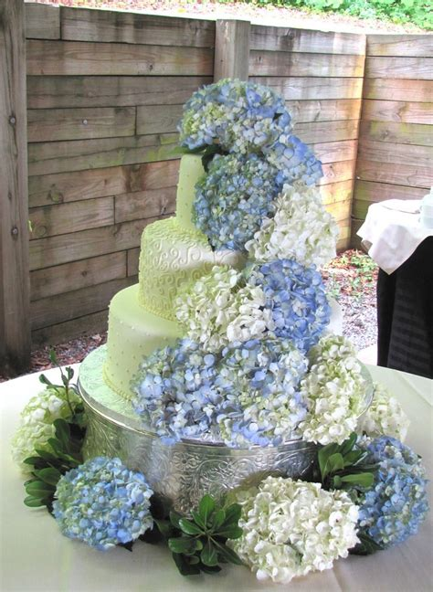 hydrangea cake 25 best ideas about hydrangea wedding cakes on pinterest