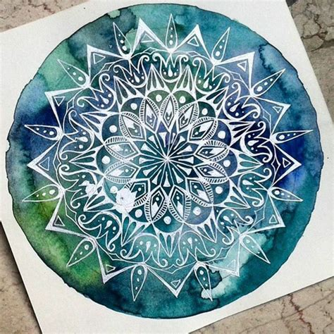 mandala tattoo verlaufen mandalas mit wasserfarben malen ineinander verlaufende