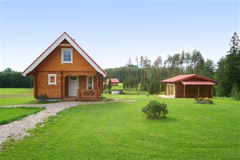 casas de co en madera vivir en una casa de madera viviendu blog