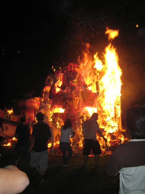 Lentera Cing festival hantu lapar book of china 300