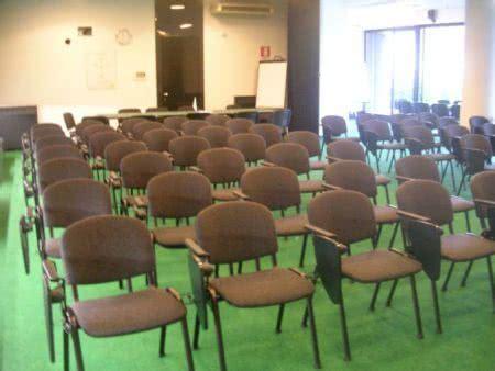sedie ribaltina noleggio sedia con ribaltina per conferenze noleggiodesign