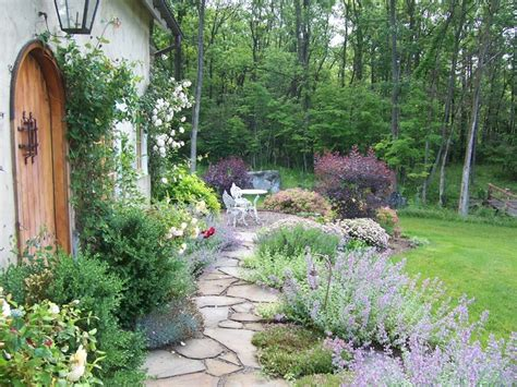 shabby style garten 17 lively shabby chic garden designs that will relax and