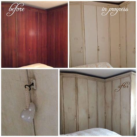 stencil armadio vecchio armadio rinnovato in stile shabby con decorazioni