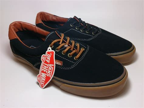 Sepatu Vans Authentic Black sepatu vans authentic black gum