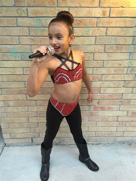 rosie perezdies she wear wigs selena quintanilla costume i made for my daughter she was