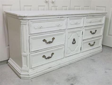 479 Shabby White Cottage Style Thomasville Triple Dresser Cottage Style Dressers