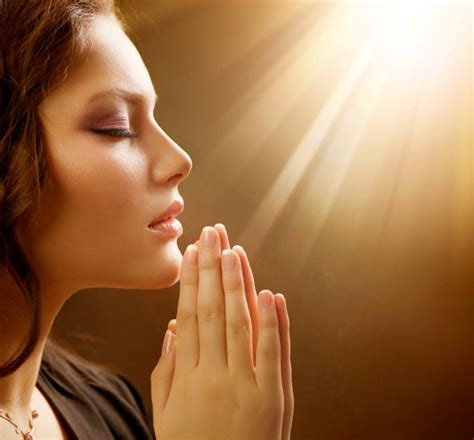 wallpaper bergerak kristen 15 wallpaper gambar orang sedang berdoa khusyuk