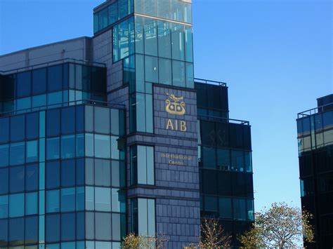 bancos abren por la tarde hablando sobre los bancos en irlanda