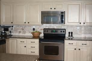Cream Painted Kitchen Cabinets by 25 Best Ideas About Cream Colored Kitchens On Pinterest