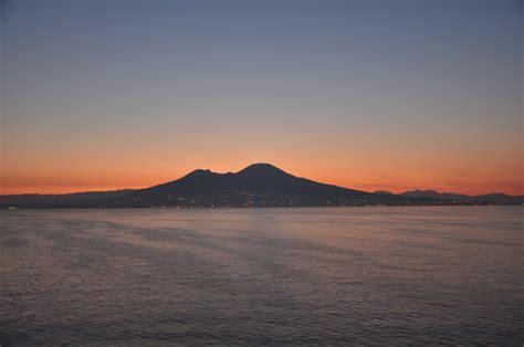 napoli alba alba sul golfo di napoli viaggi vacanze e turismo