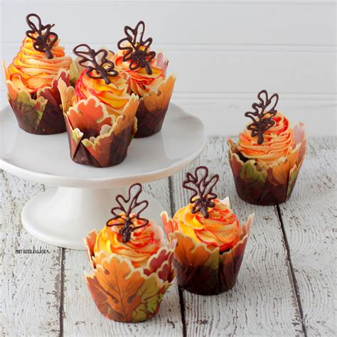fall decorated cupcakes fall cupcakes