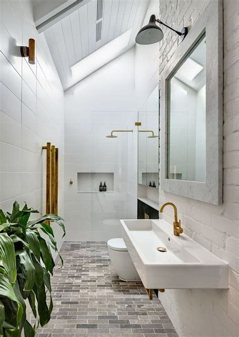 Modern Narrow Bathroom Design 25 Best Ideas About Narrow Bathroom On