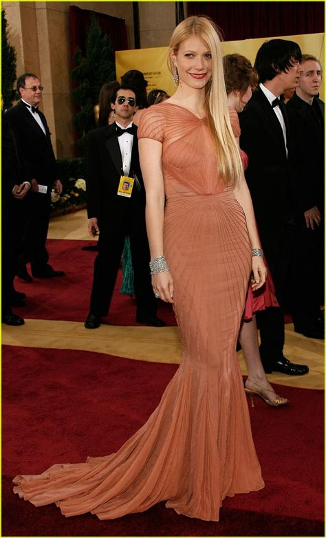 Reese Witherspoon At The 2007 Oscars by And Their Oscar Jewels Carpet Pay For Play Oh