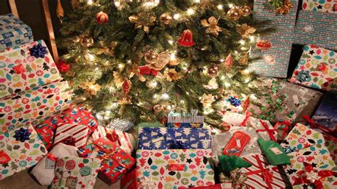 lots of christmas presents under tree temasistemi net
