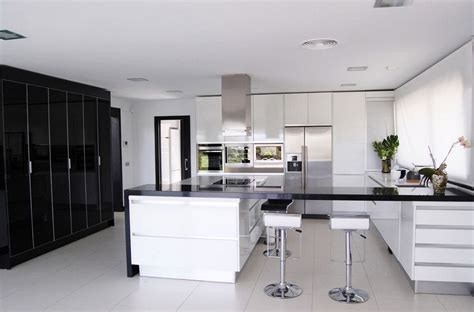 Kitchen With Black And White Cabinets Black And White Kitchens And Their Elements