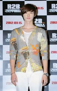 film lee jong suk return to base today s photo august 9 2012 quot r2b return to base quot vip