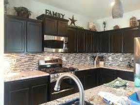 Top Of Kitchen Cabinet Ideas by Like The Decor On Top Of Cabinets Kitchen