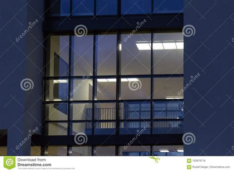 edifici per uffici gli edifici per uffici con l autunno tramonto hanno