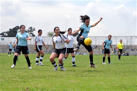 imagenes de mujeres jugando futbol para facebook video chicas jugando futbol pero de una manera no muy comun