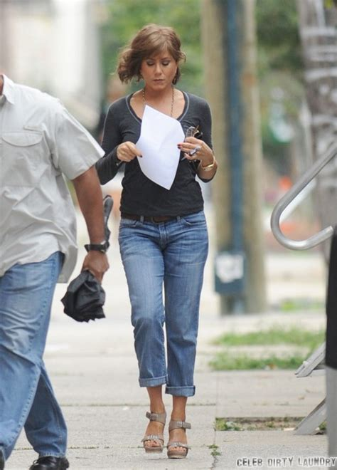 Joliea Mourning Anorexic by Aniston Looking Decidedly Frumpy And Middle Aged