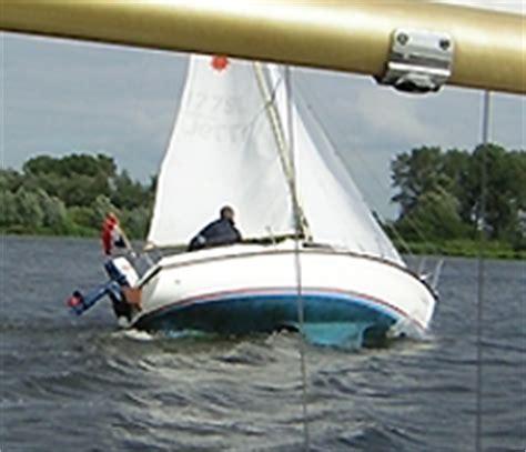 zeiljacht kapseist sailing leisure17 kan een leisure 17 kapseizen