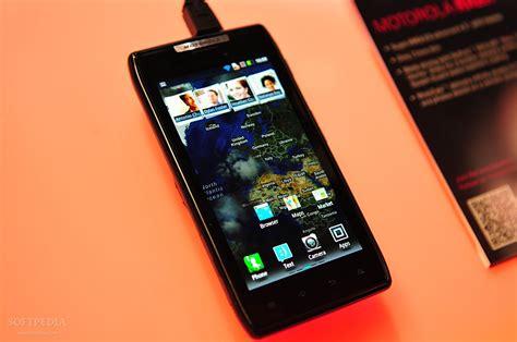 android razr android 4 0 ics for motorola razr and razr maxx goes live in europe partially