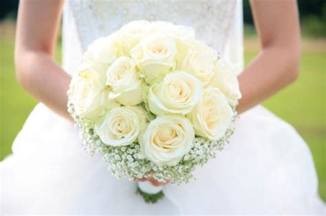 White Wedding Flower Pictures by Pictures Of Wedding Flowers Slideshow