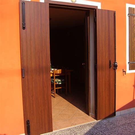 Ante In Alluminio by Porta Scuro A Due Ante Con Telaio In Alluminio Scuri