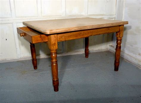 traditional scrub top pine kitchen table