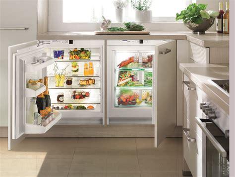 Refrigerateur Congelateur Encastrable 1323 by спрятанный холодильник в дизайне интерьера кухни 6