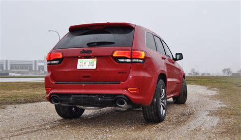 jeep srt 2015 rainy drive review 2015 jeep grand srt on