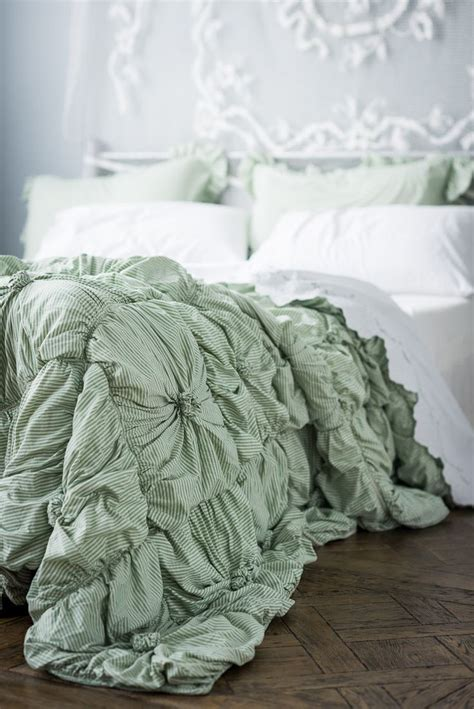 how to fluff a down comforter 1000 ideas about fluffy comforter on pinterest grey