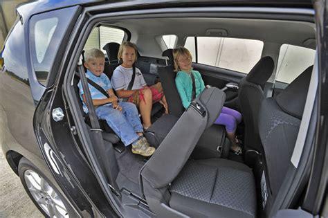 Kinder Auto Vorne Sitzen Sterreich by Volkswagen Touran Ladevolumen Automobil Bildidee