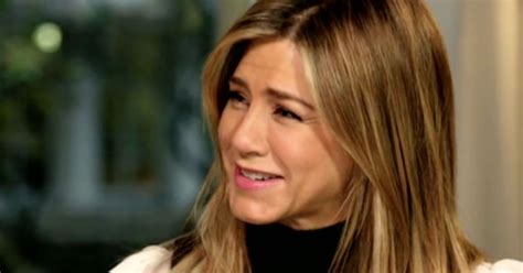 the rachel haircut on other women jennifer aniston fools around with hairdresser pal who