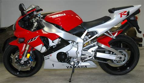Suzuki R1 For Sale 99 Yamaha R1 And 05 Suzuki Gsx R 750 Le Two Great Icons
