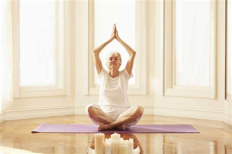 imagenes de yoga para tercera edad yoga en la tercera edad beneficios f 237 sicos mentales y