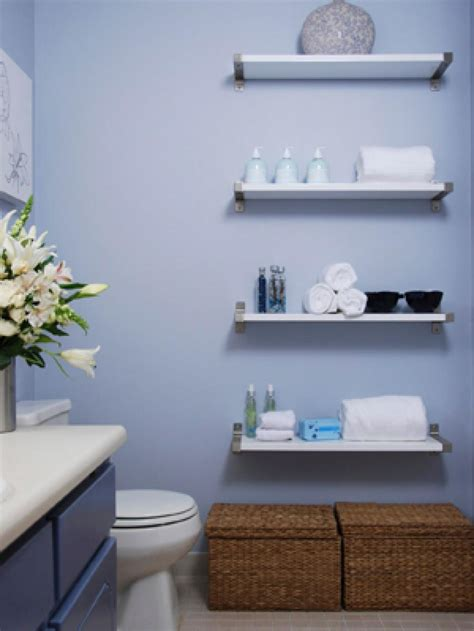Decorating Ideas For Small Apartment Bathrooms 10 Savvy Apartment Bathrooms Hgtv