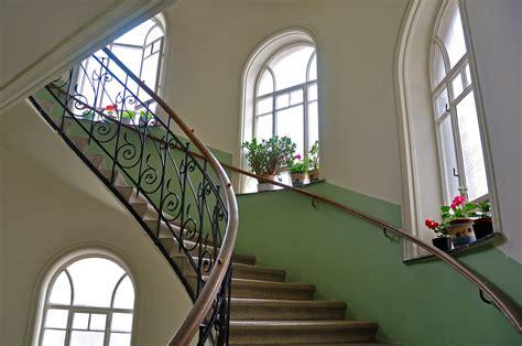 treppenhaus entwürfe für kleine räume wohnzimmer beige grau