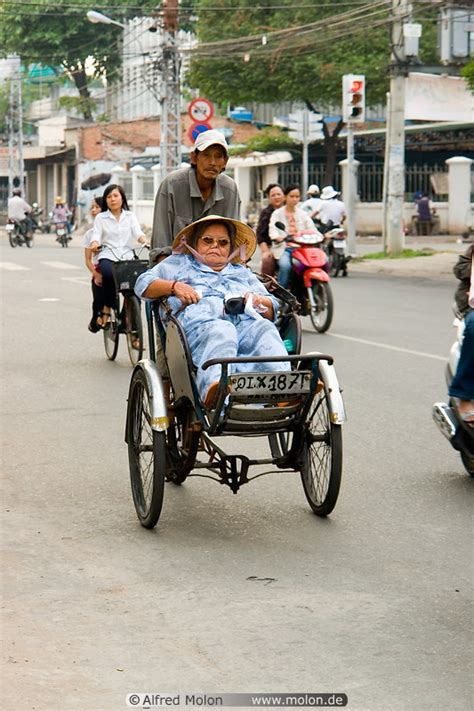 Bicycle rickshaw picture. Streets, Saigon (Ho Chi Minh ...