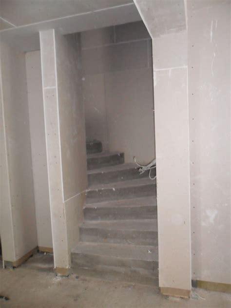 gewendelte betontreppe betontreppe mit gefasten stufen kanten und wangen