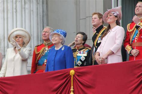 the royal family file the royal family june 2013 jpg wikimedia commons