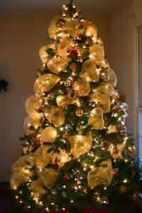 how to put deco mesh on a christmas tree share the