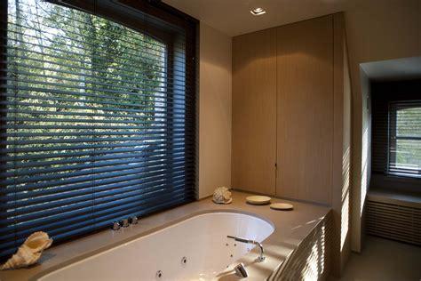 horizontale jaloezieen hout zwart houten horizontale lamellen