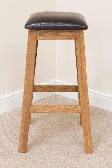 Button Back Bar Stool by Cross Oak Bar Stool Brown Leather 195 Images Bar Stools